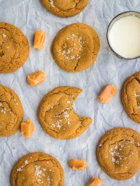 Caramel-stuffed molasses cookies | Soft, chewy molasses cookies loaded with chewy caramel. Irresistible! #fallbaking #molassescookies