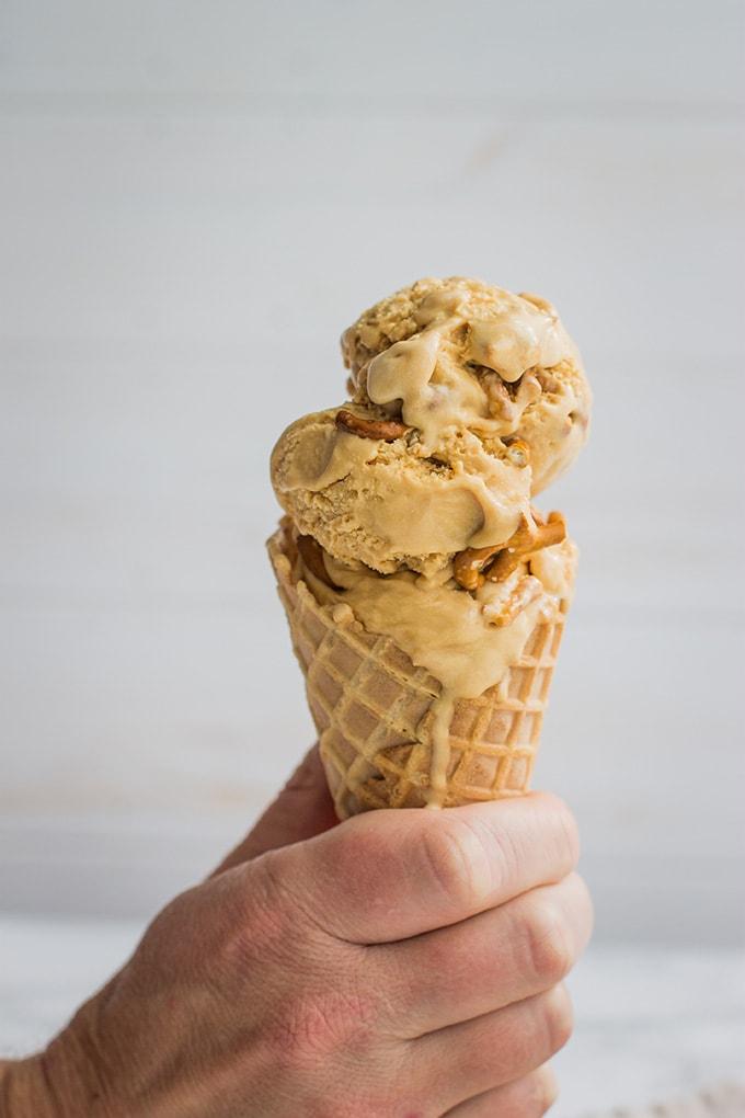 Salted caramel pretzel ice cream | Sweet, creamy, buttery homemade custard ice cream with rich caramel flavor. #icecream #saltedcaramel