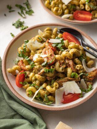 Bowls of Noodles & Company copycat Pesto Cavatappi.