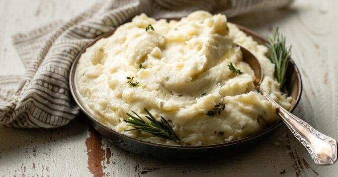 A bowl of mashed potatoes.
